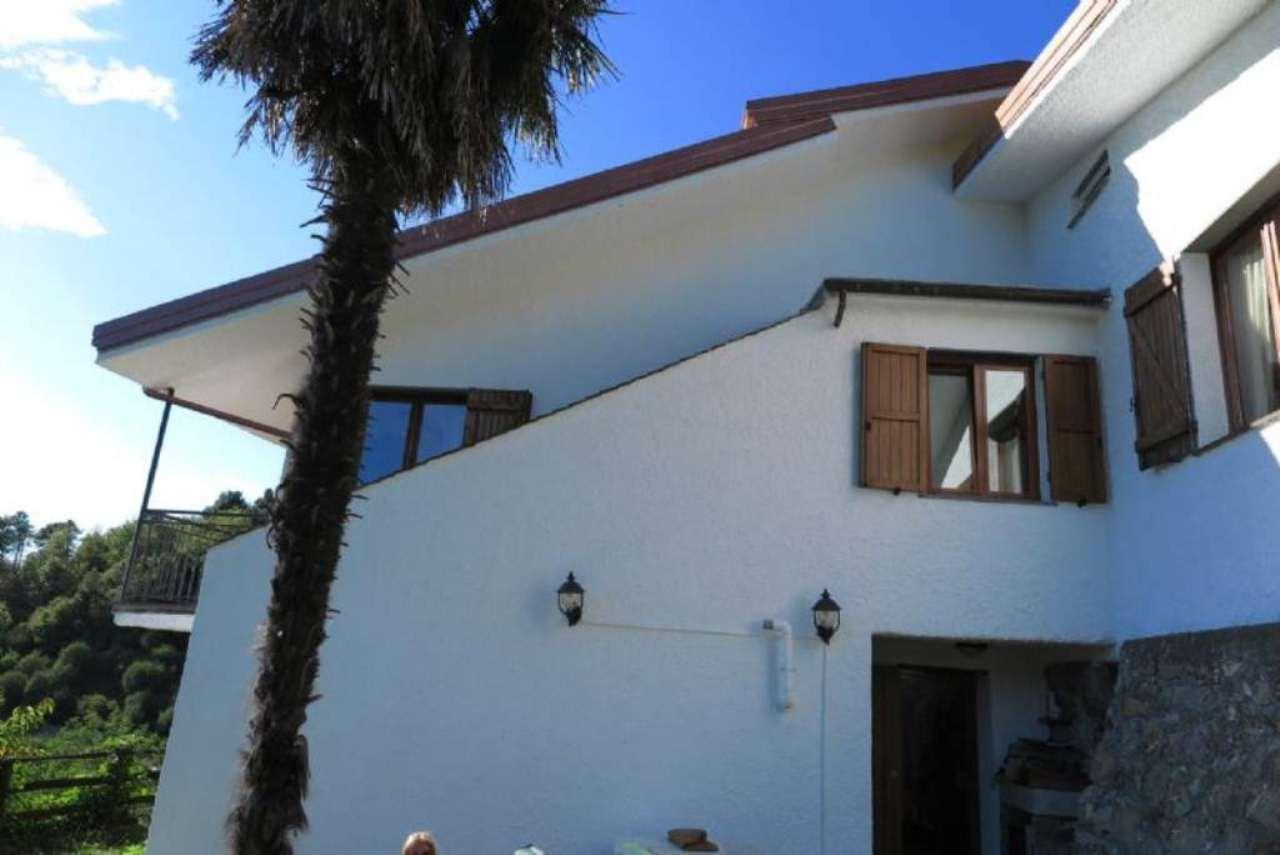 Villa in Vendita a Castiglione Chiavarese