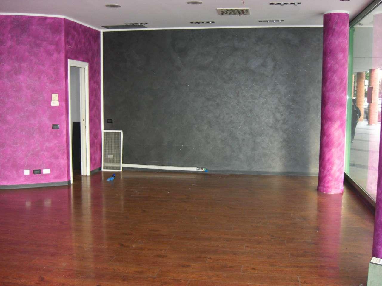 Negozio / Locale in affitto a Carmagnola, 2 locali, prezzo € 950 | Cambio Casa.it