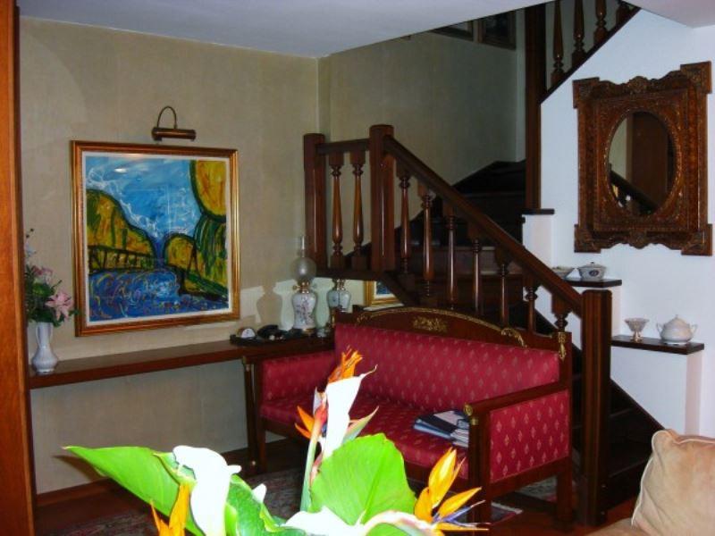 Villa in vendita a Moncalieri, 6 locali, prezzo € 400.000 | Cambio Casa.it