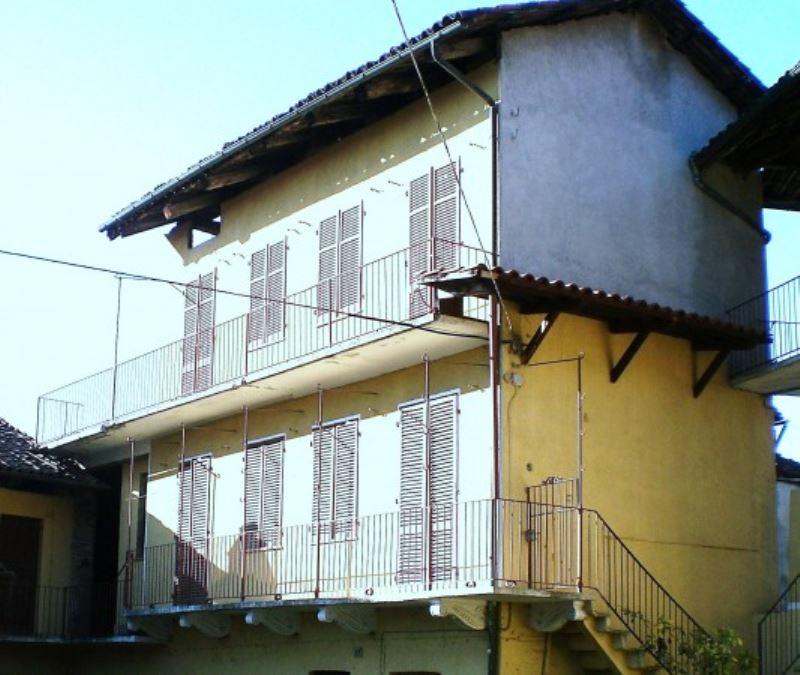 Balangero casa indipendente con cortile privato for Casa con cortile centrale