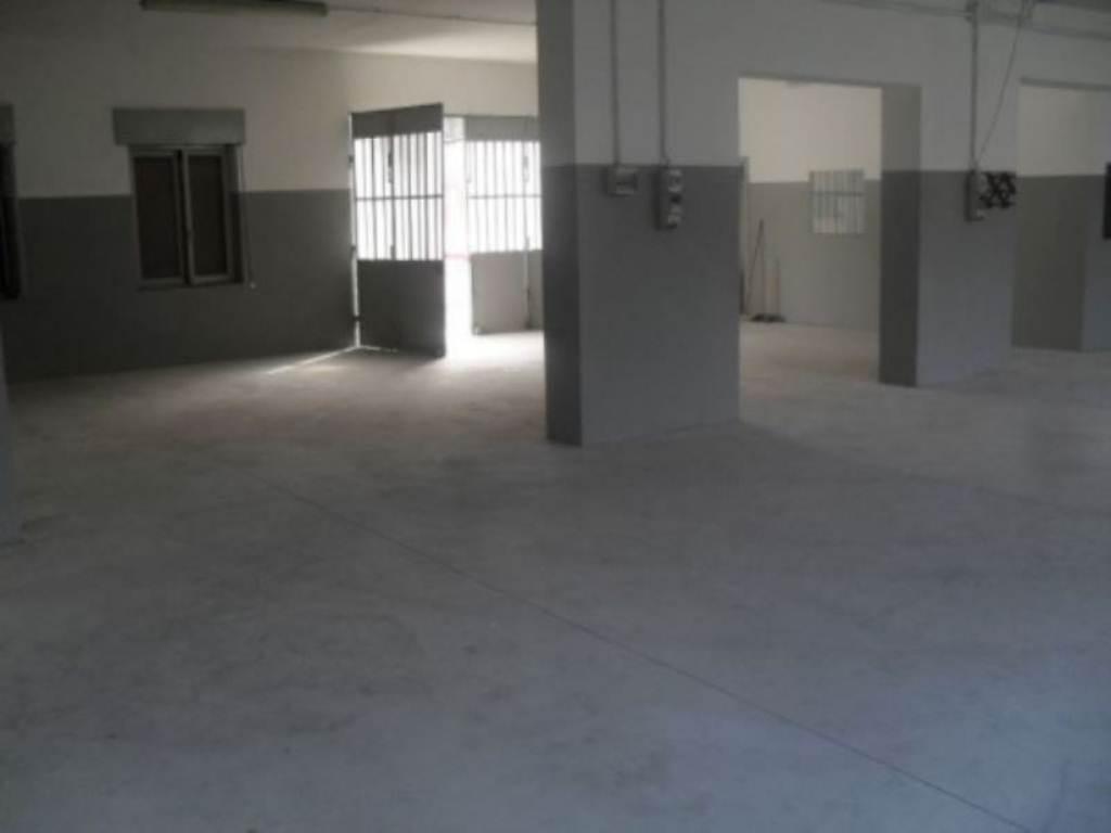 Laboratorio in affitto a Varedo, 2 locali, prezzo € 850 | CambioCasa.it