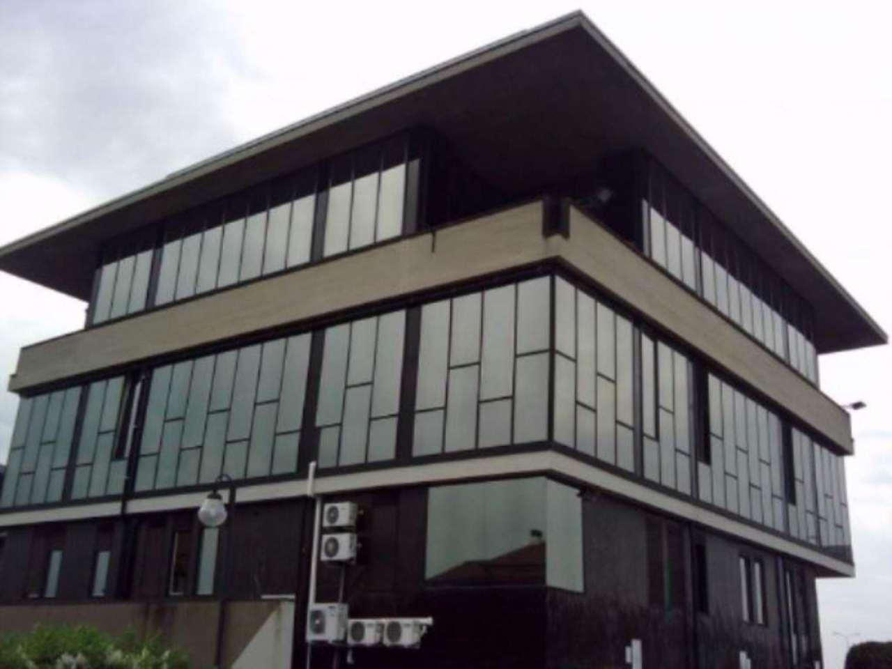 Ufficio / Studio in affitto a Carate Brianza, 3 locali, prezzo € 1.000 | Cambio Casa.it