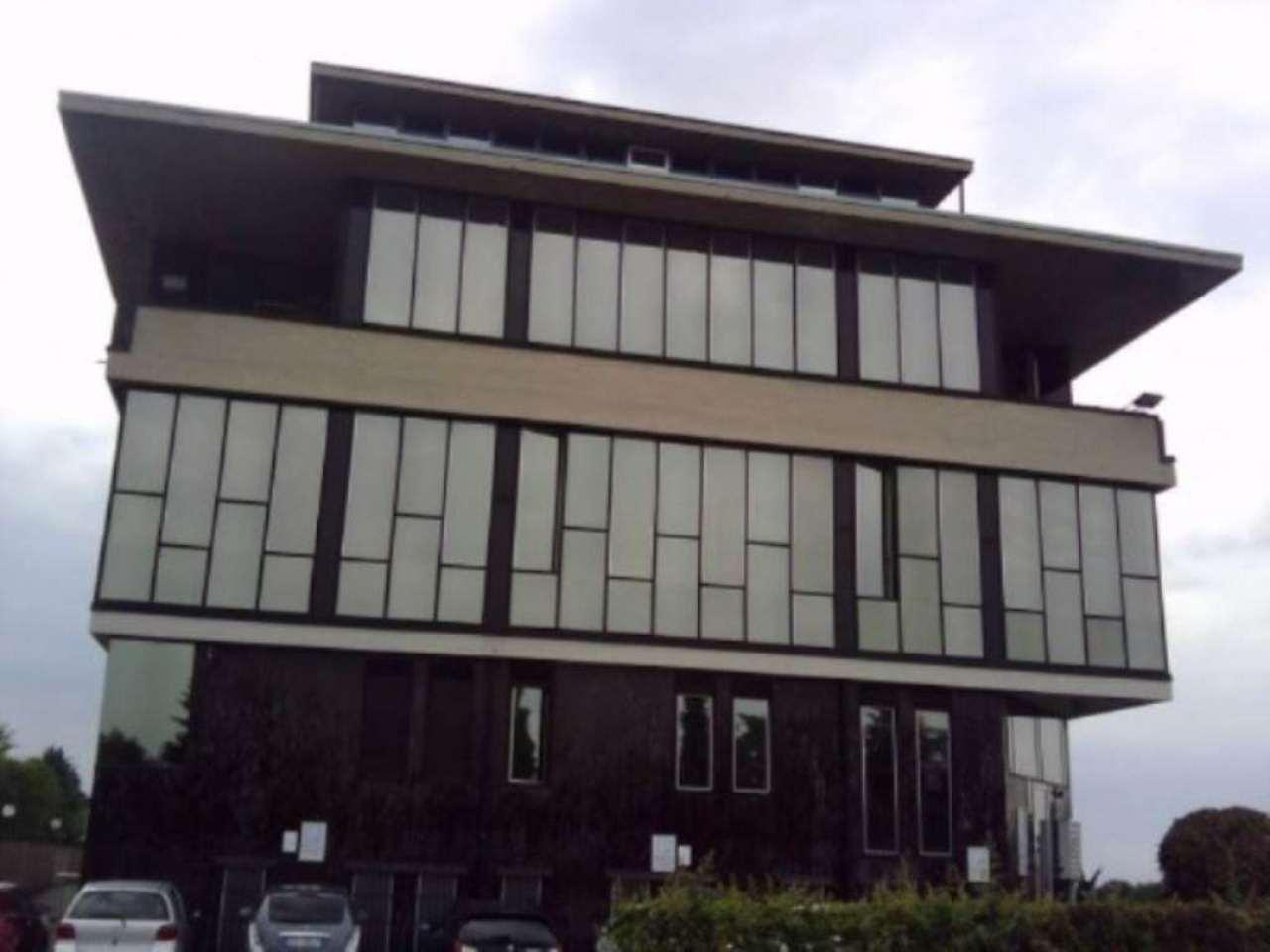 Ufficio / Studio in affitto a Carate Brianza, 5 locali, prezzo € 750 | Cambio Casa.it