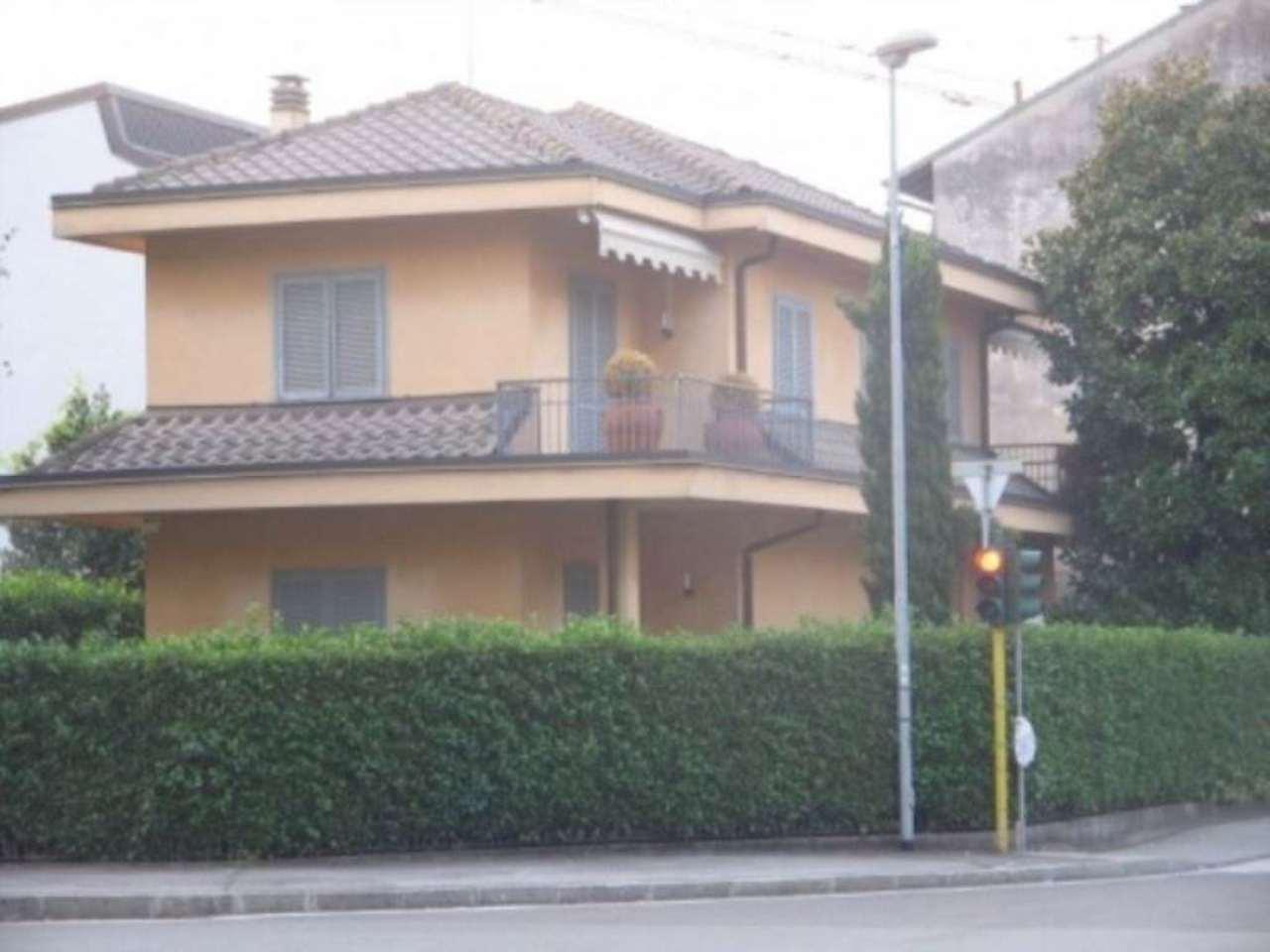 Villa in vendita a Cesano Maderno, 4 locali, Trattative riservate | Cambio Casa.it