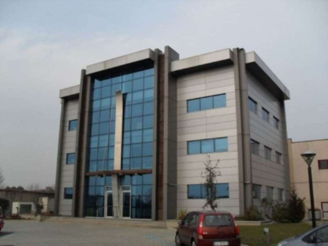 Ufficio / Studio in affitto a Verano Brianza, 4 locali, prezzo € 1.000 | Cambio Casa.it
