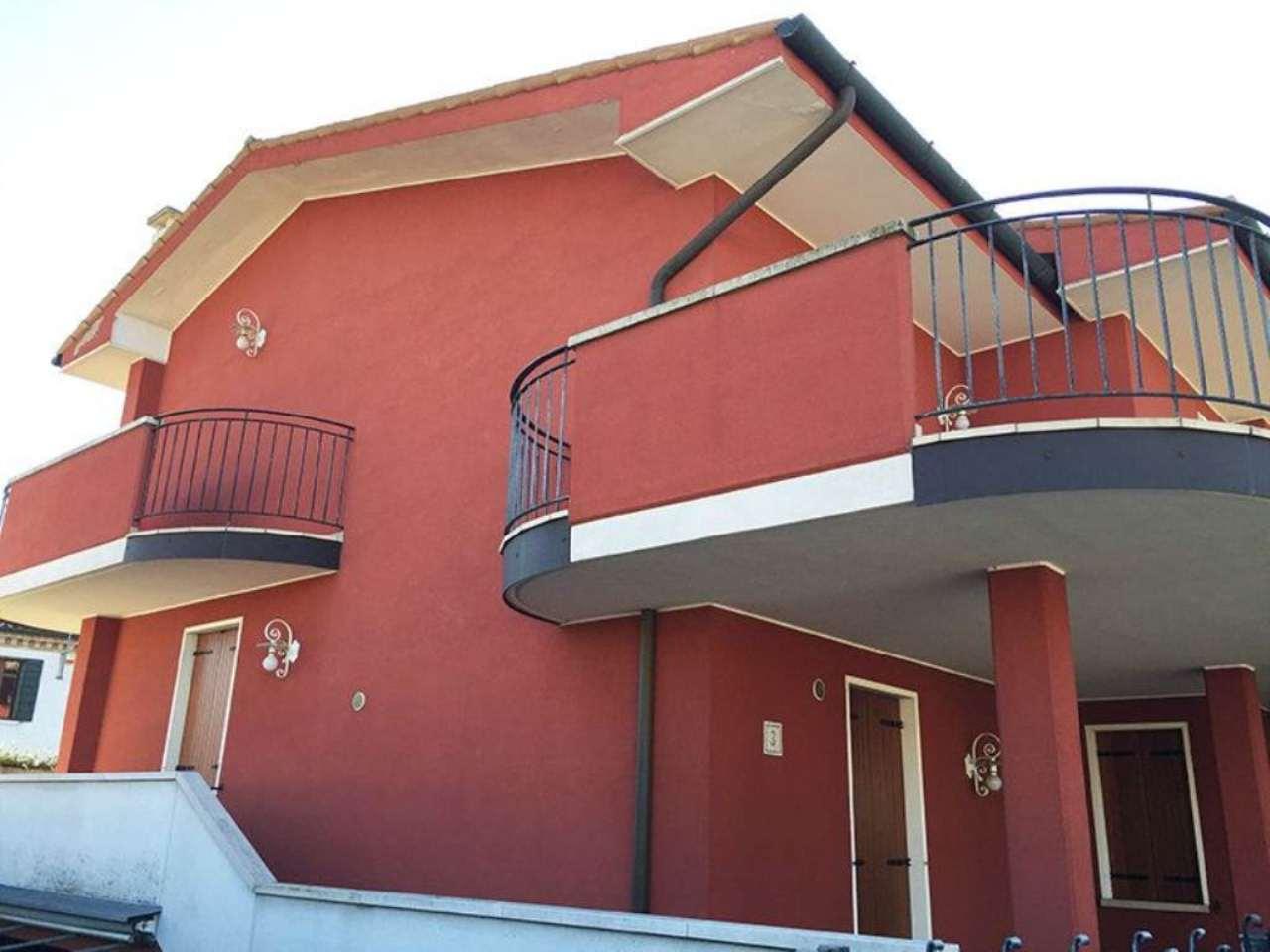 Villa Bifamiliare in vendita a Piove di Sacco, 7 locali, prezzo € 239.000 | Cambio Casa.it