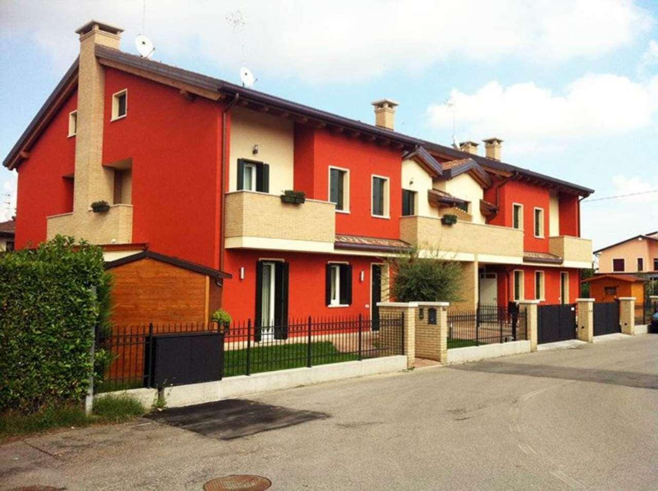 Villa Tri-Quadrifamiliare in vendita a Legnaro, 7 locali, prezzo € 220.000 | Cambio Casa.it