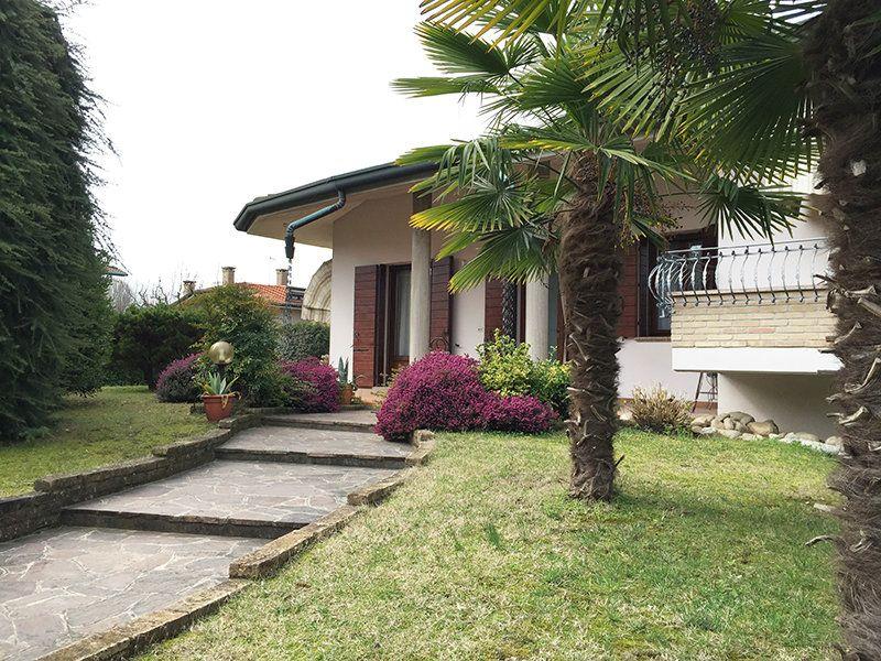 Villa in vendita a Sant'Angelo di Piove di Sacco, 11 locali, prezzo € 380.000 | Cambio Casa.it