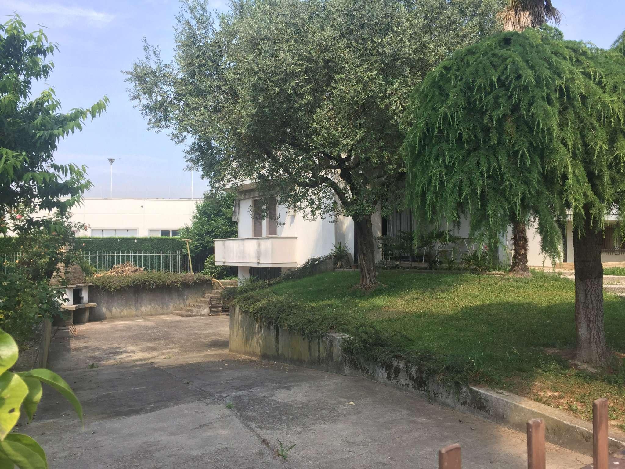 Villa Bifamiliare in Vendita a Legnaro