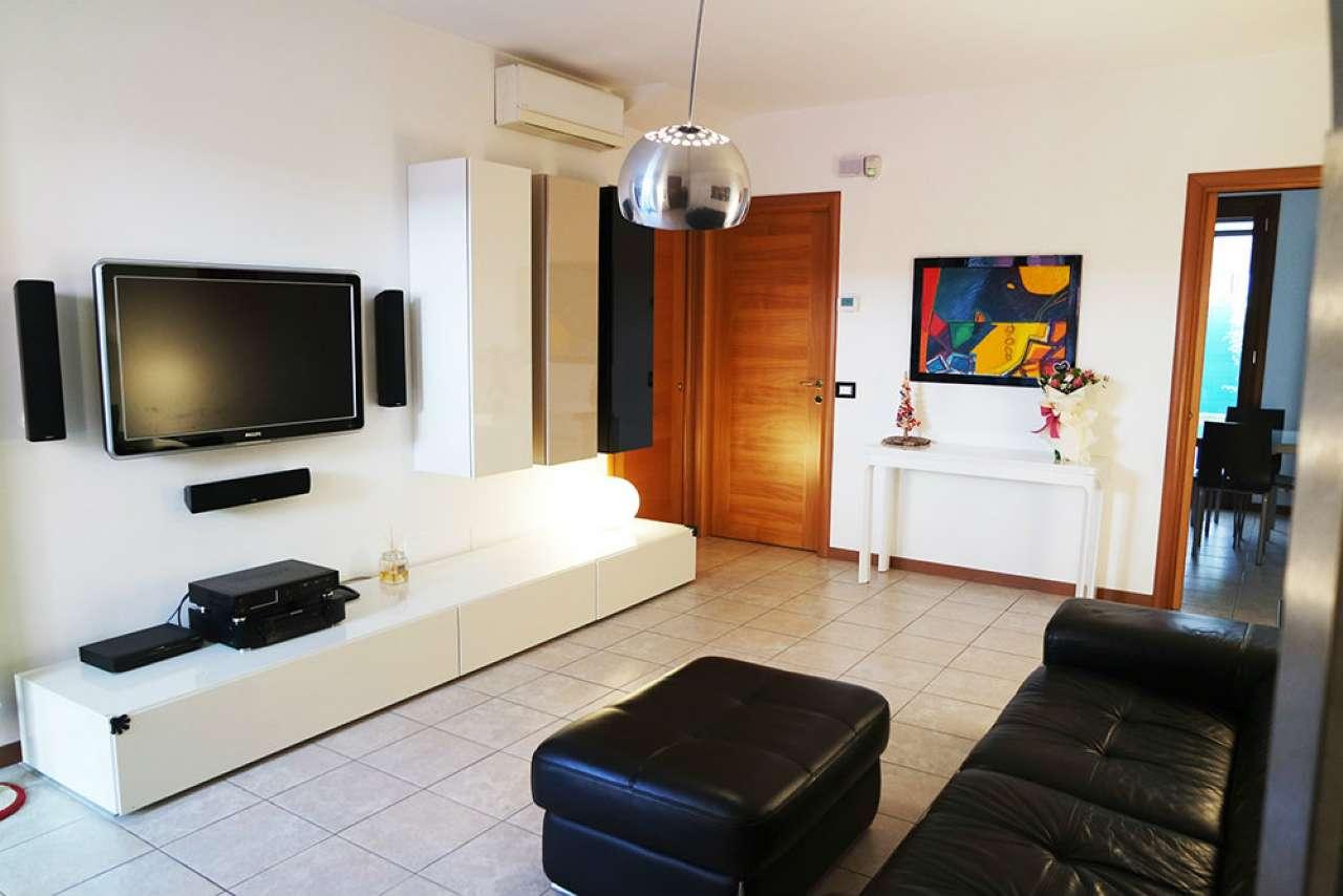 Villa a Schiera in vendita a Legnaro, 6 locali, prezzo € 205.000   CambioCasa.it