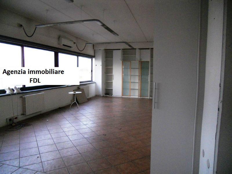 Capannone in vendita a Pontedera, 9 locali, prezzo € 820.000 | Cambio Casa.it