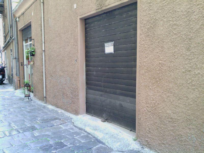 Magazzino in affitto a Genova, 1 locali, zona Zona: 8 . Sampierdarena, Certosa-Rivarolo, Centro Ovest, S.Teodoro, prezzo € 600   Cambio Casa.it