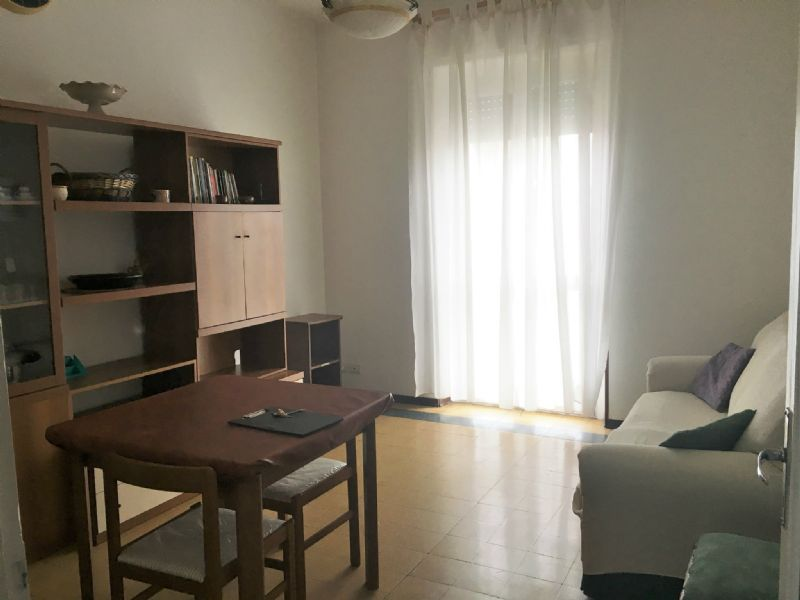 Appartamento in affitto a Beinasco, 2 locali, prezzo € 400 | Cambio Casa.it