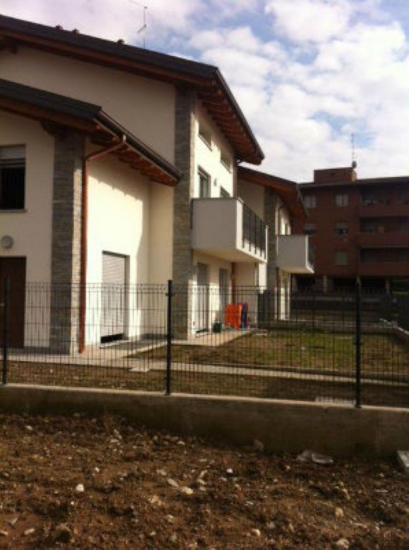 Appartamento in vendita a Cantù, 3 locali, prezzo € 210.000 | Cambiocasa.it