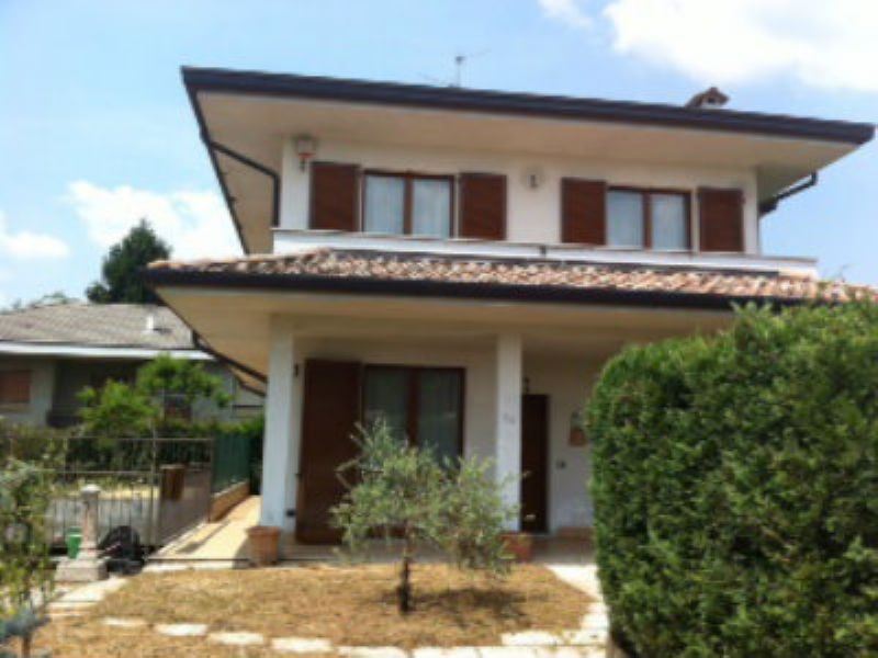 Villa in vendita a Figino Serenza, 9999 locali, prezzo € 450.000 | Cambiocasa.it