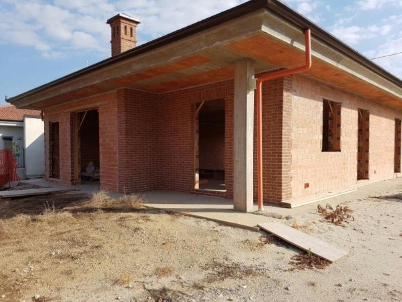 Villa in Vendita a Pocapaglia