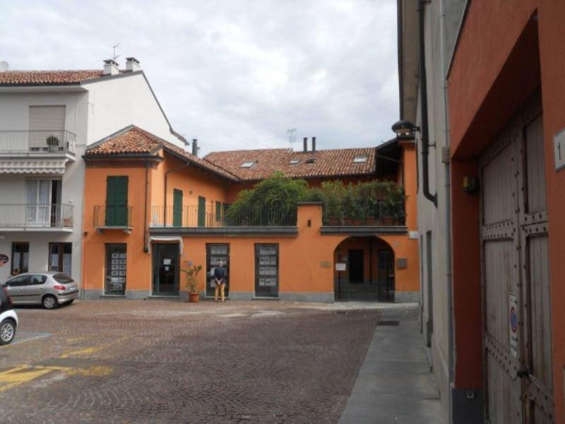 Appartamento in vendita a Alba, 3 locali, prezzo € 135.000   Cambio Casa.it