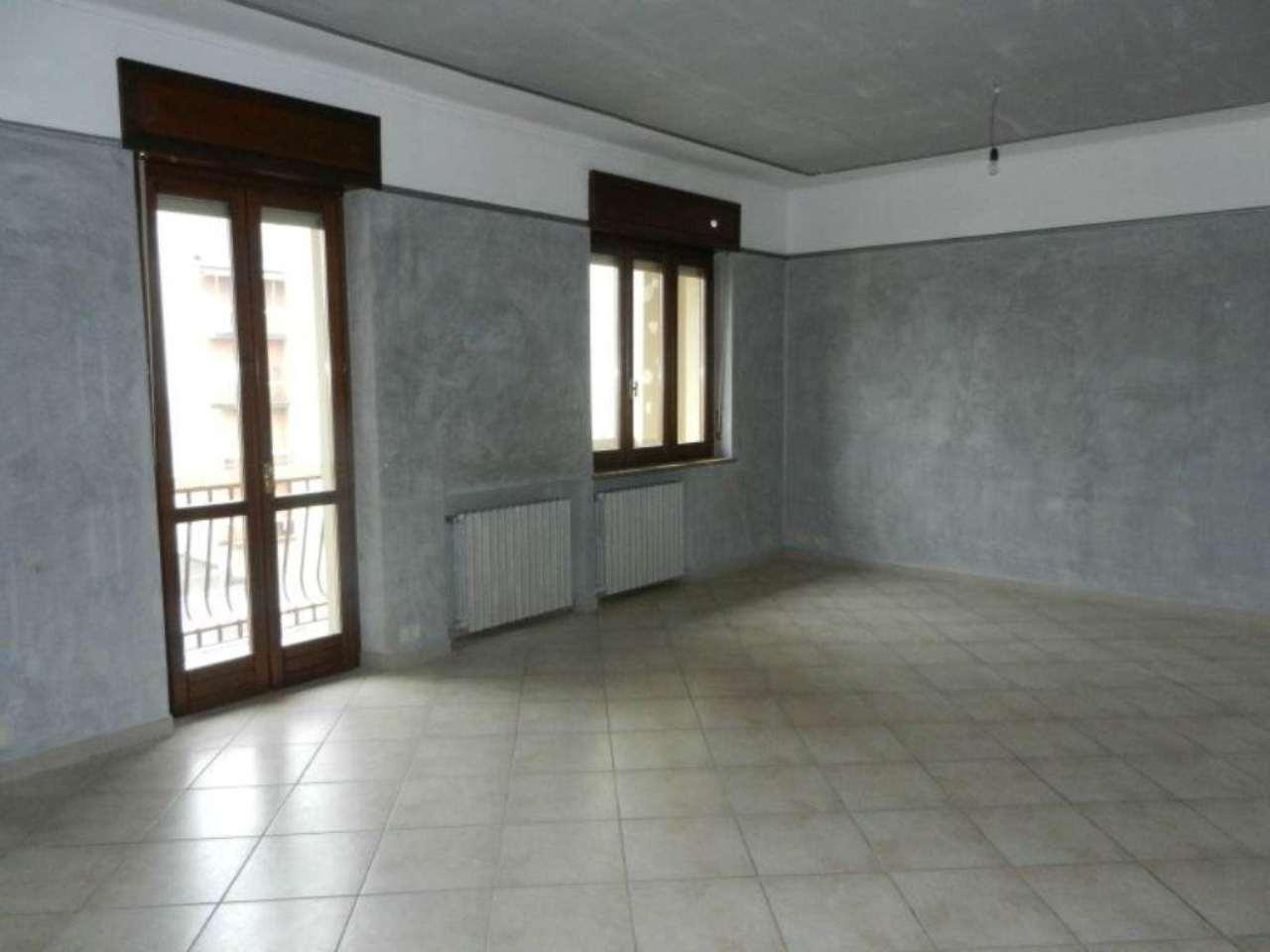 Appartamento in affitto a Venaria Reale, 3 locali, prezzo € 600 | Cambio Casa.it