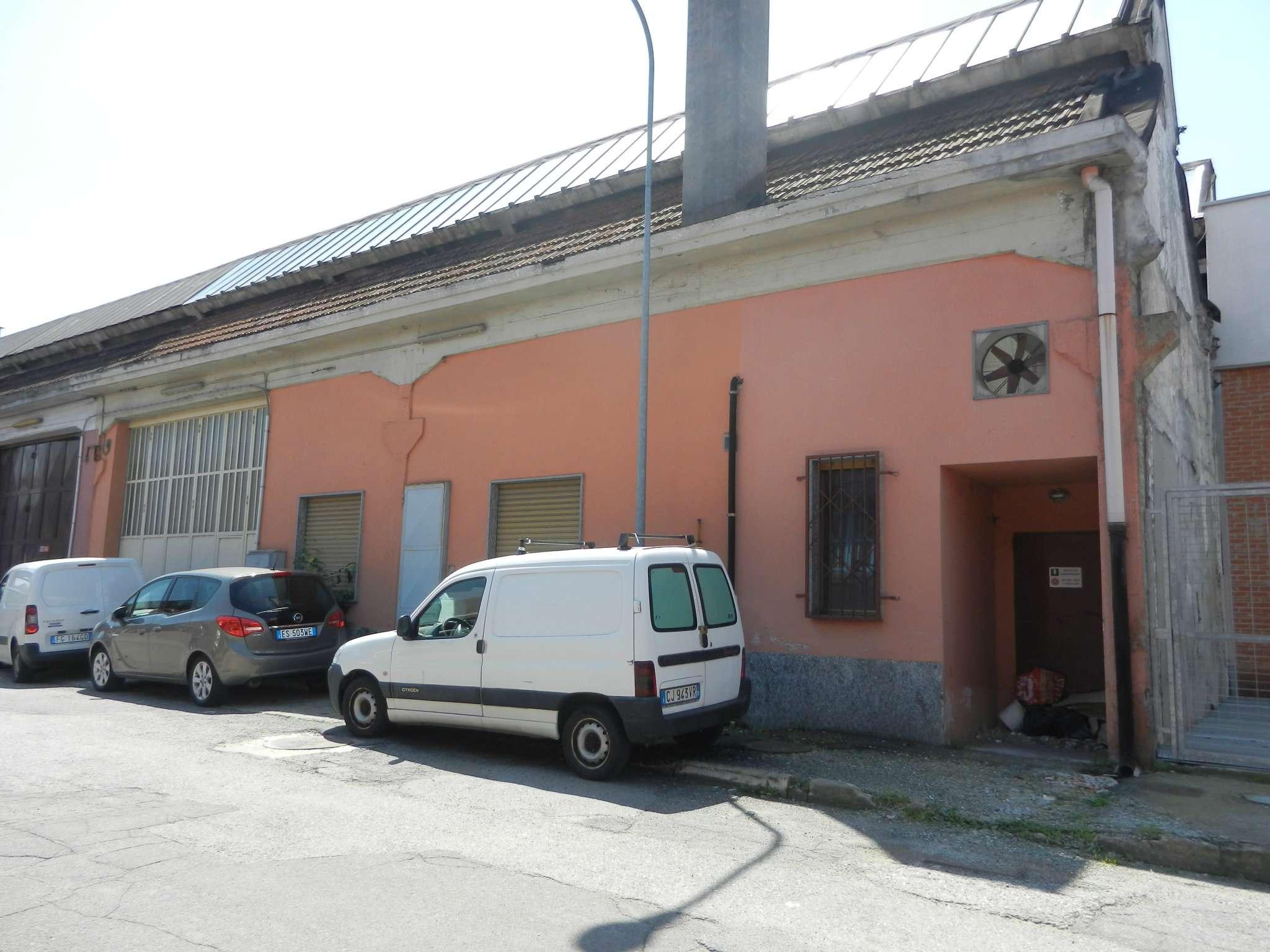 Immagine immobiliare AFFITTASI CAPANNONE Venaria, via Cavallo, in complesso industriale costituito da numerosi capannoni con portineria in comune proponiamo in locazione capannone di circa Mq. 1000 in ottime condizioni e completamente a norma composto da...