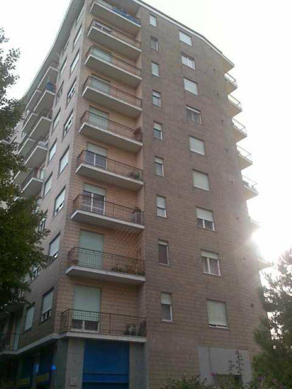 Attico / Mansarda in affitto a Torino, 1 locali, zona Zona: 16 . Mirafiori, Centro Europa, Città Giardino, prezzo € 350 | CambioCasa.it