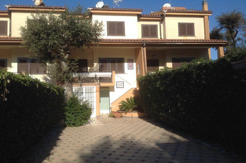 Villa a Schiera in vendita a Fiumicino, 4 locali, prezzo € 450.000 | Cambiocasa.it