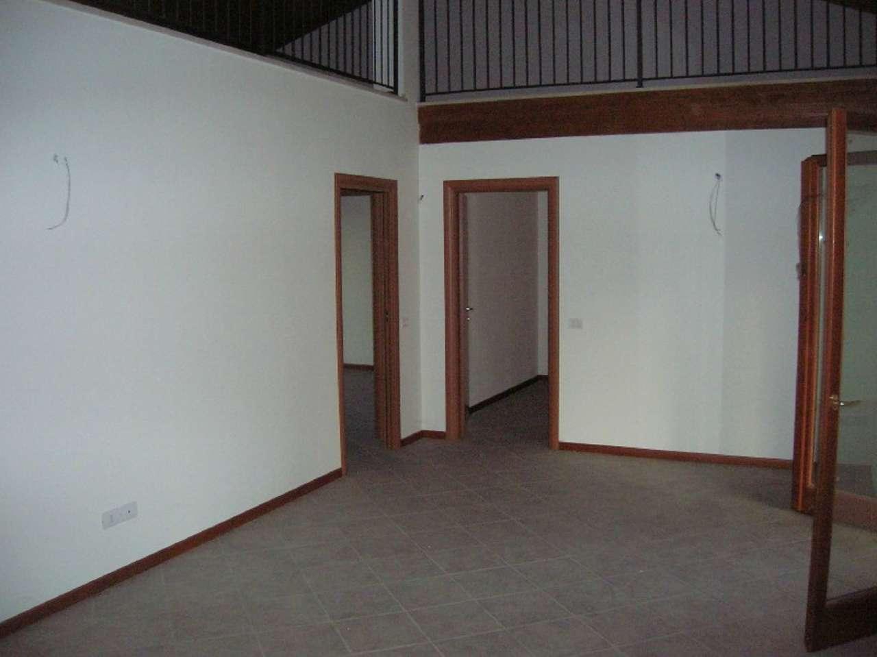 Appartamento in vendita a Travagliato, 4 locali, prezzo € 155.000 | Cambio Casa.it