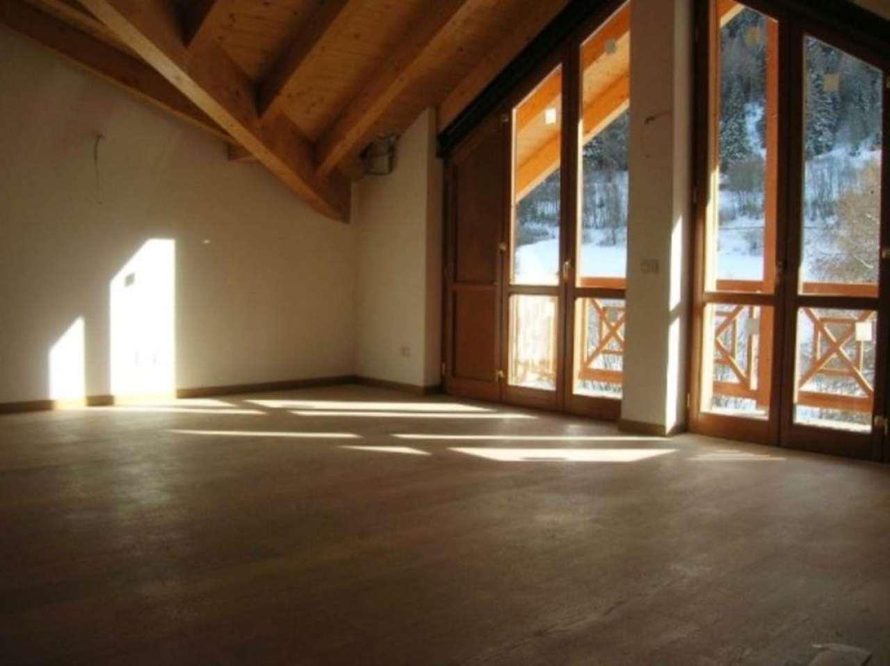 Villa in vendita a Ponte di Legno, 7 locali, Trattative riservate | Cambio Casa.it
