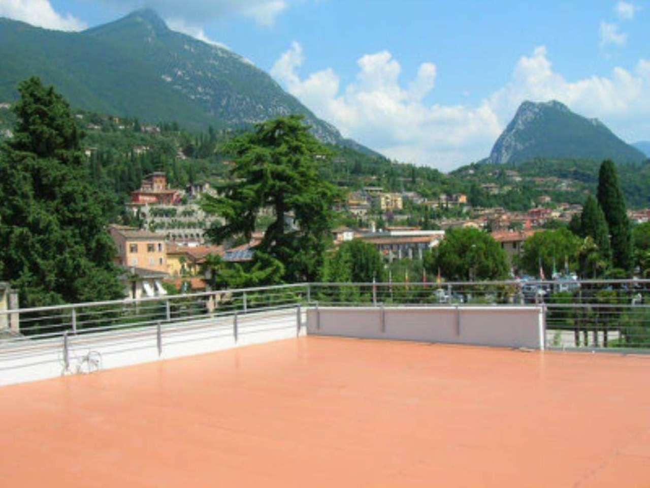 Attico / Mansarda in vendita a Toscolano-Maderno, 4 locali, prezzo € 440.000 | Cambio Casa.it