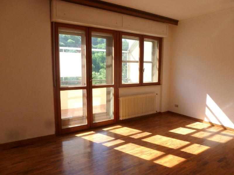 Appartamento in vendita a Serra Riccò, 5 locali, prezzo € 140.000 | Cambio Casa.it