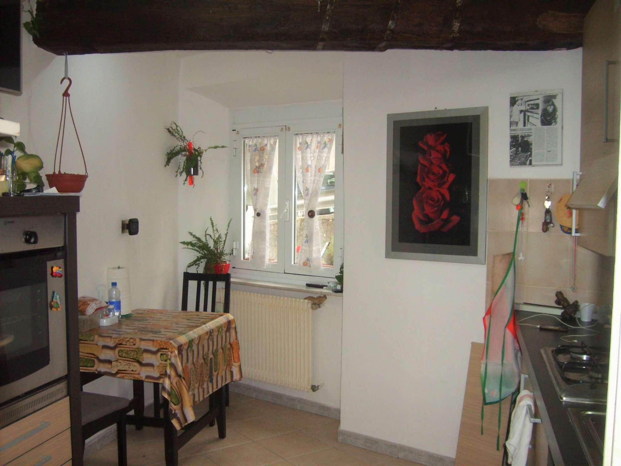 Appartamento in vendita a Campomorone, 3 locali, prezzo € 65.000   Cambio Casa.it