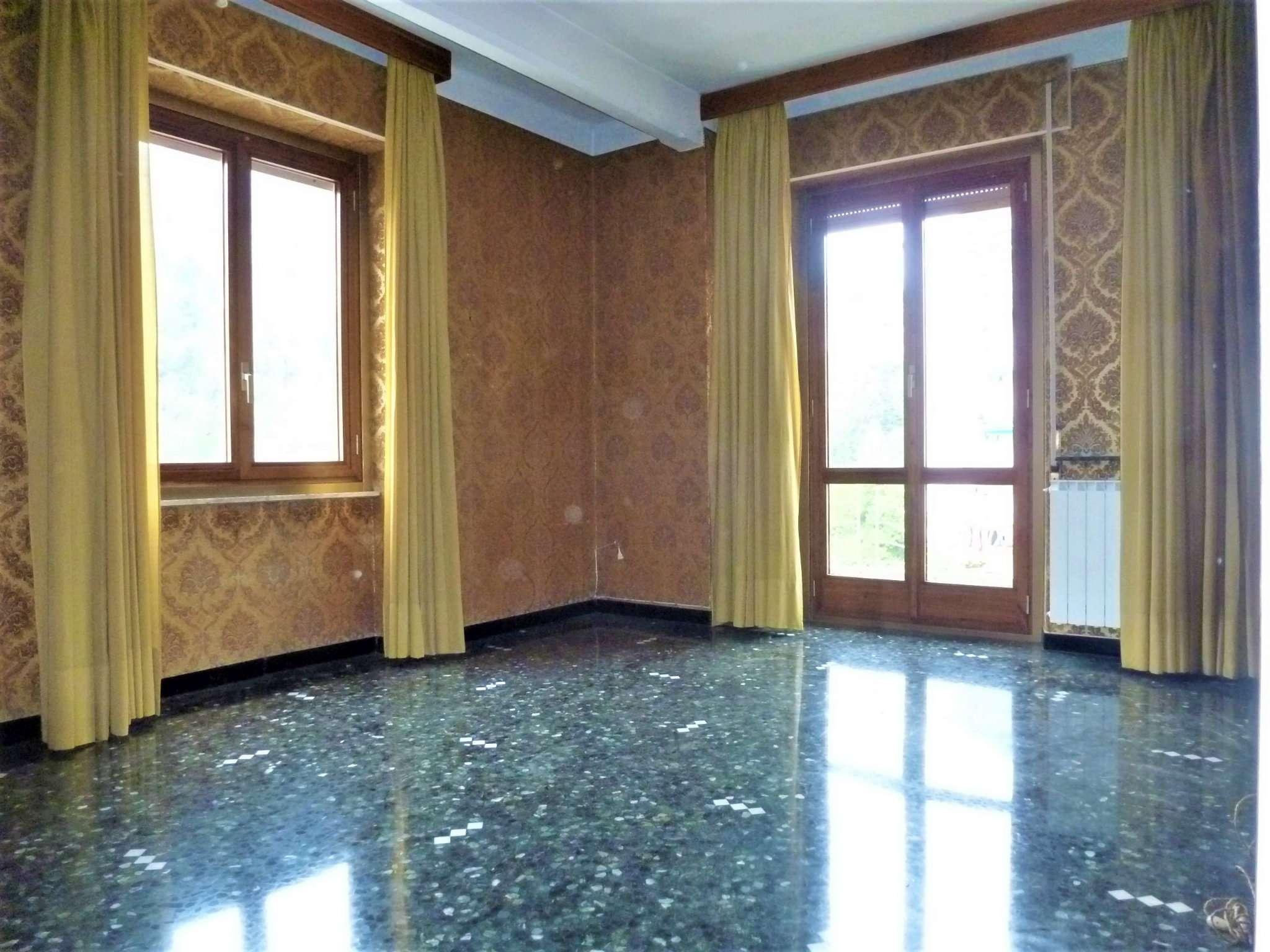 Appartamento in vendita a Campomorone, 6 locali, prezzo € 160.000 | CambioCasa.it
