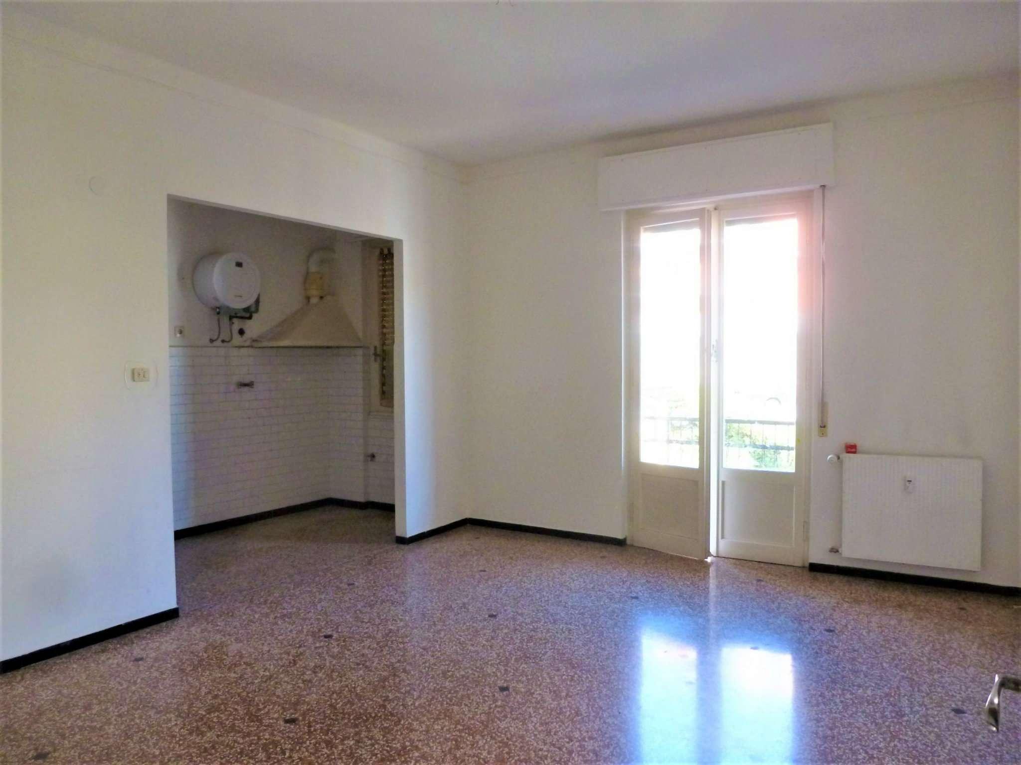 Appartamento in affitto a Campomorone, 4 locali, prezzo € 350 | Cambio Casa.it