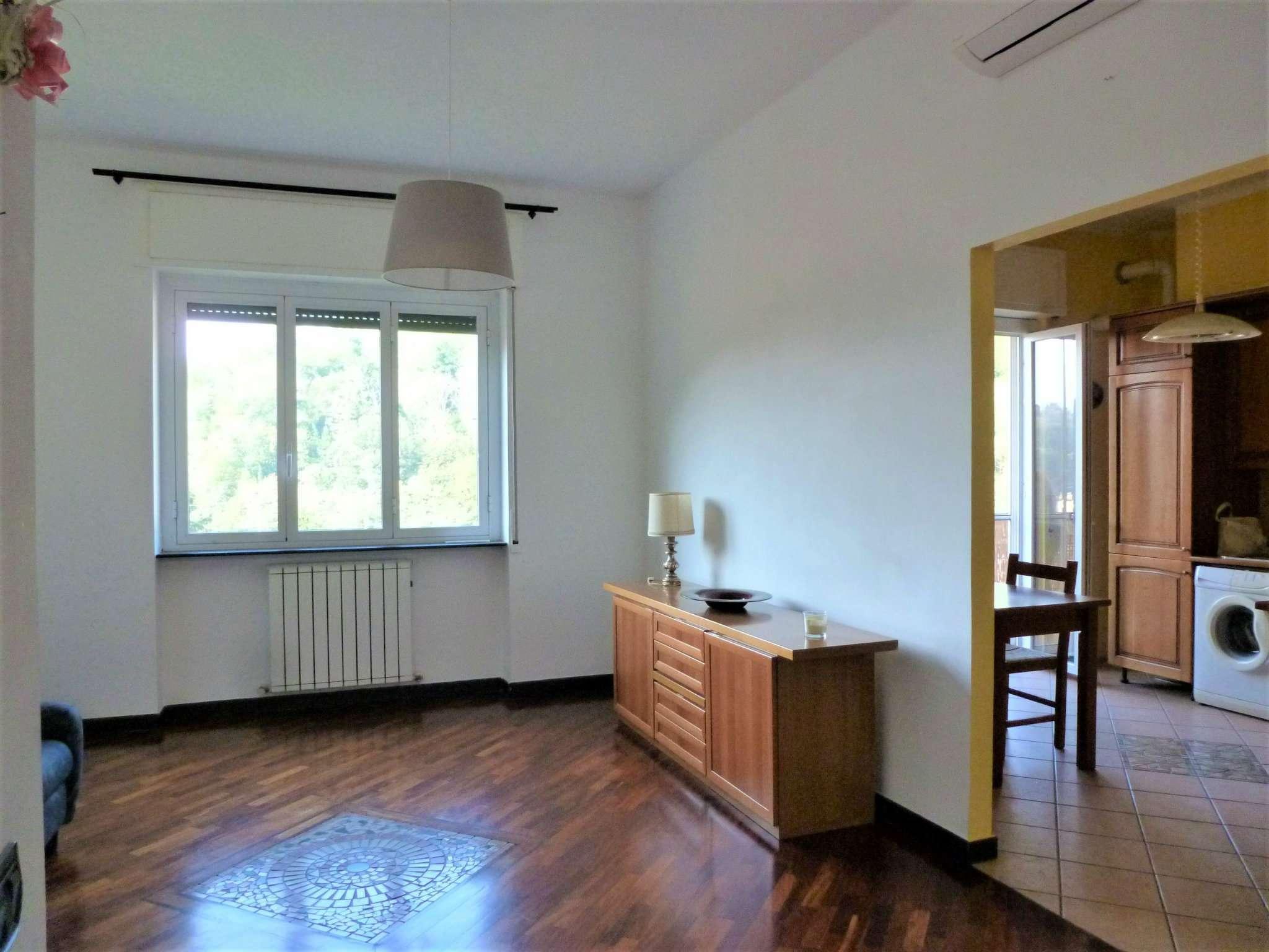 Appartamento in affitto a Serra Riccò, 6 locali, prezzo € 500 | CambioCasa.it