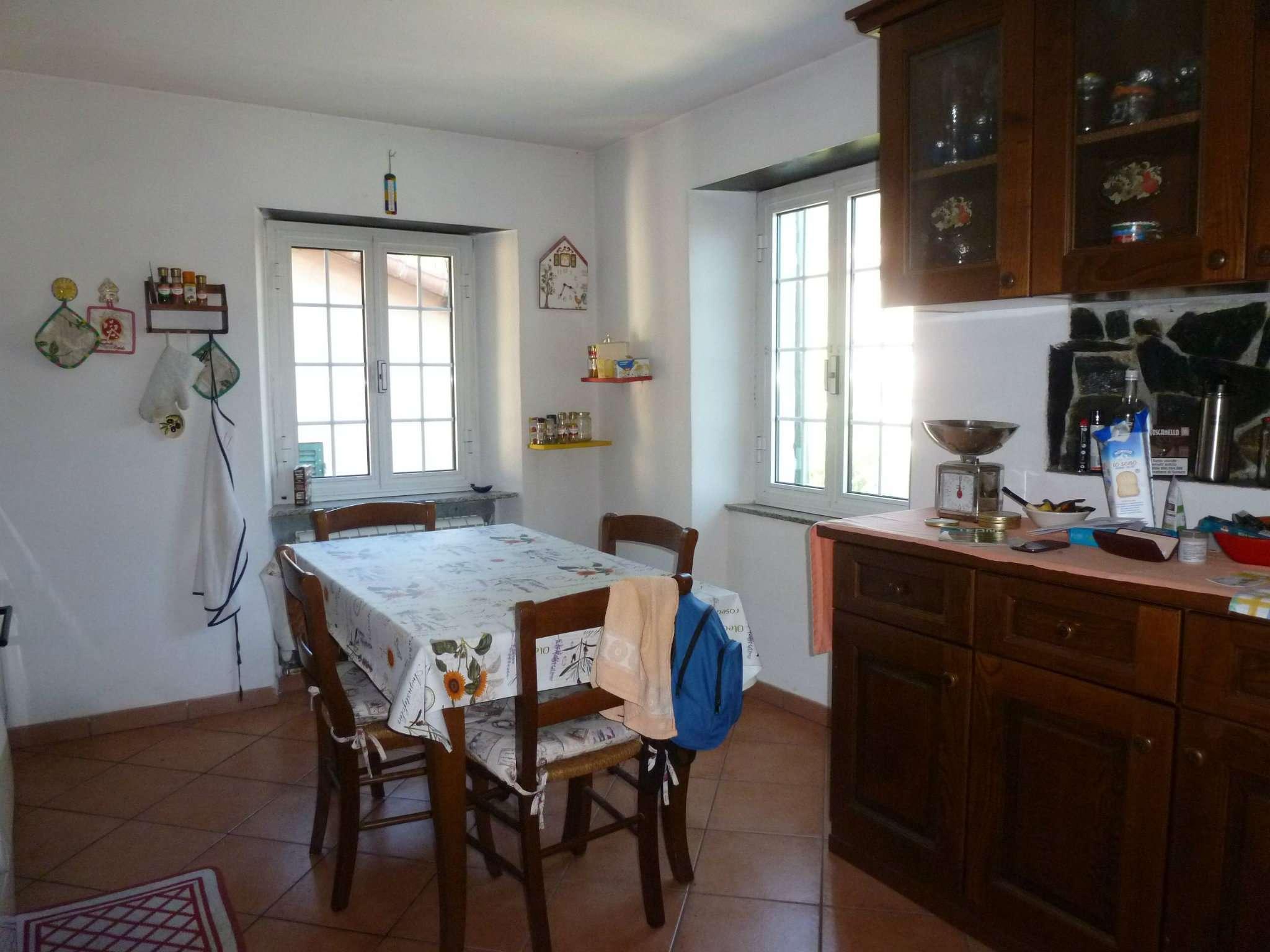 Appartamento in vendita a Campomorone, 4 locali, prezzo € 64.000 | CambioCasa.it