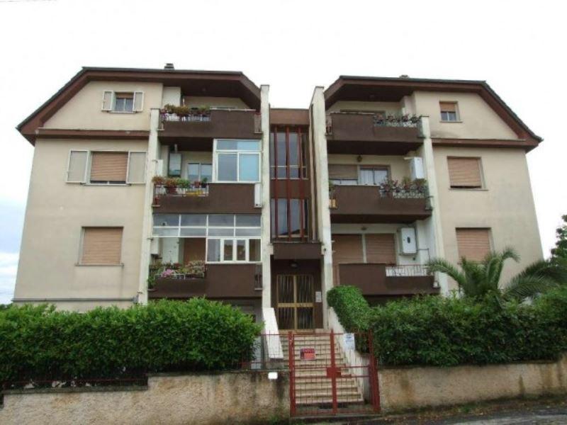 Appartamento in vendita a Ronciglione, 2 locali, prezzo € 38.000 | Cambiocasa.it