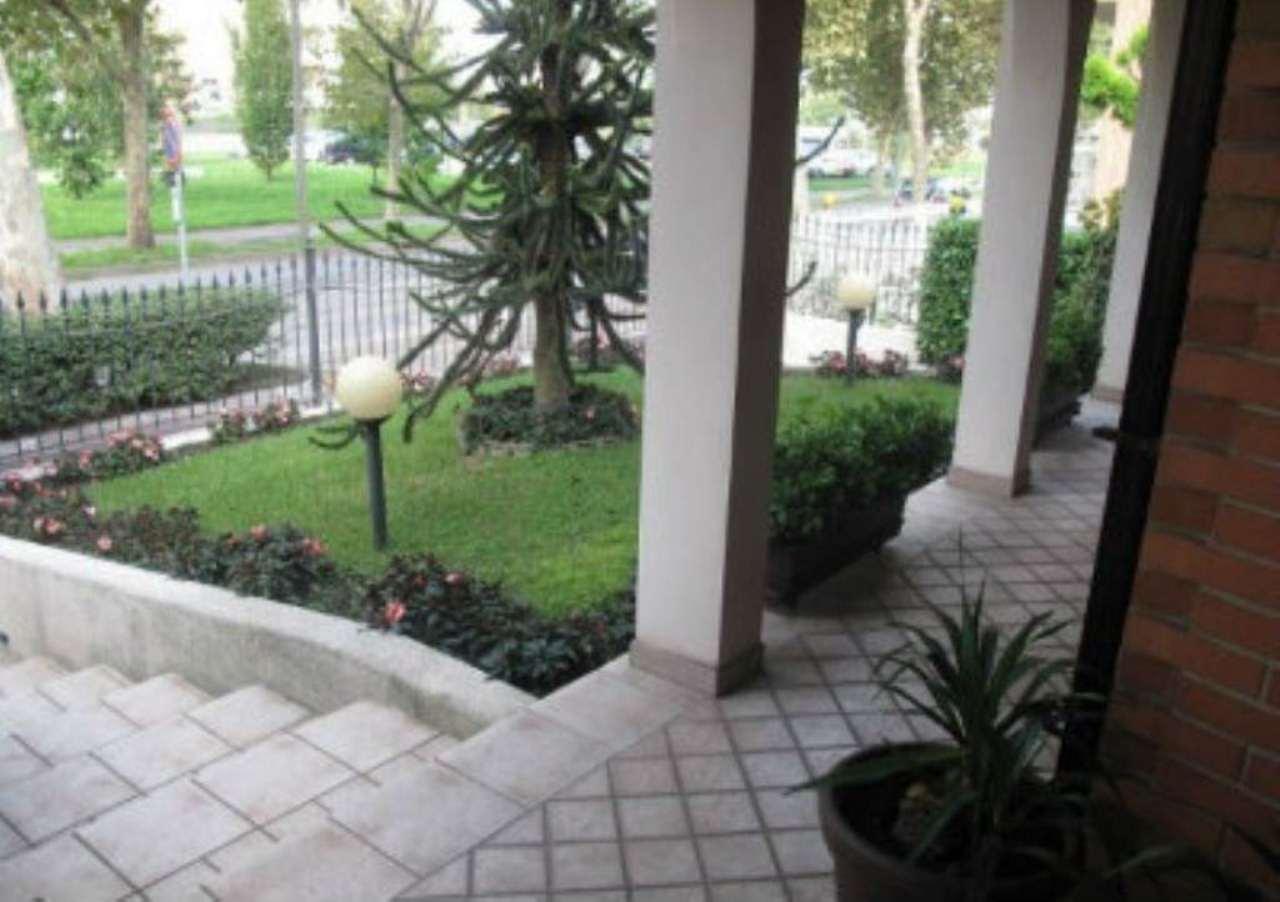 Villa in vendita a Muggiò, 10 locali, prezzo € 610.000 | Cambio Casa.it
