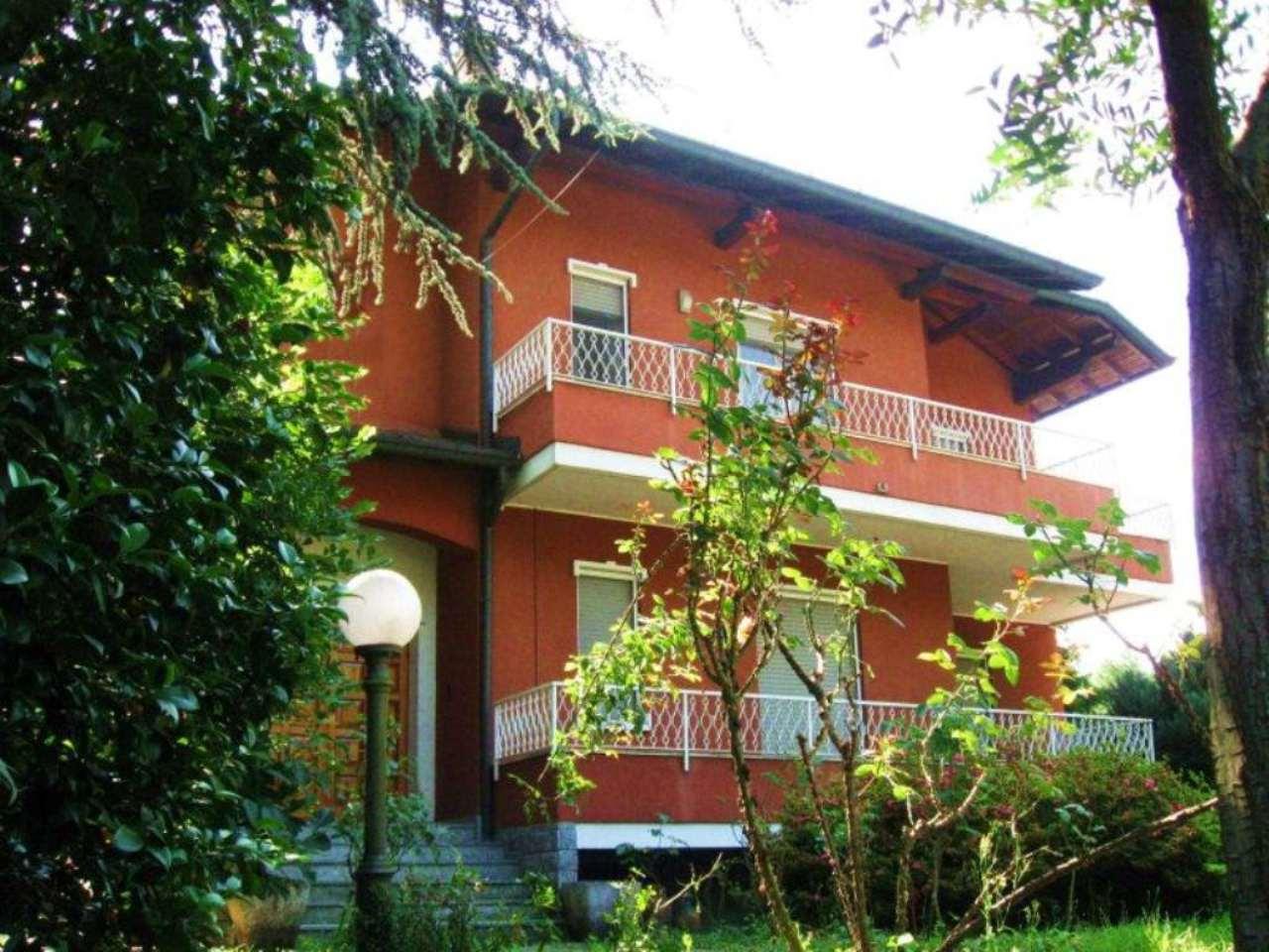 Soluzione Indipendente in vendita a Casnate con Bernate, 6 locali, prezzo € 420.000 | Cambio Casa.it