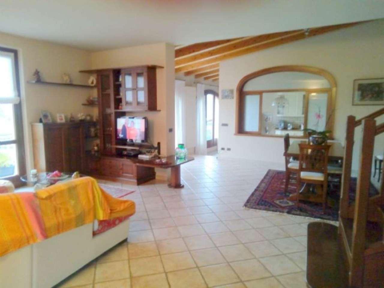 Loft / Openspace in vendita a Ronago, 8 locali, prezzo € 320.000   Cambio Casa.it
