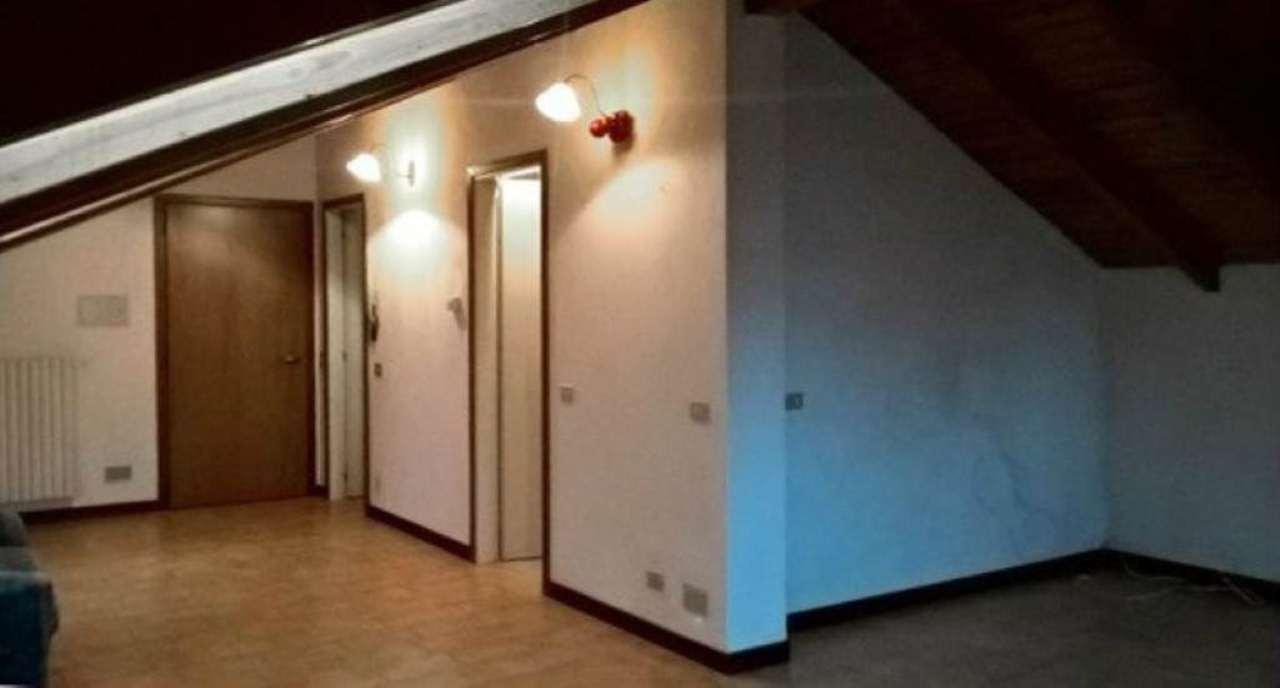 Attico / Mansarda in affitto a Cantù, 2 locali, prezzo € 450 | Cambio Casa.it