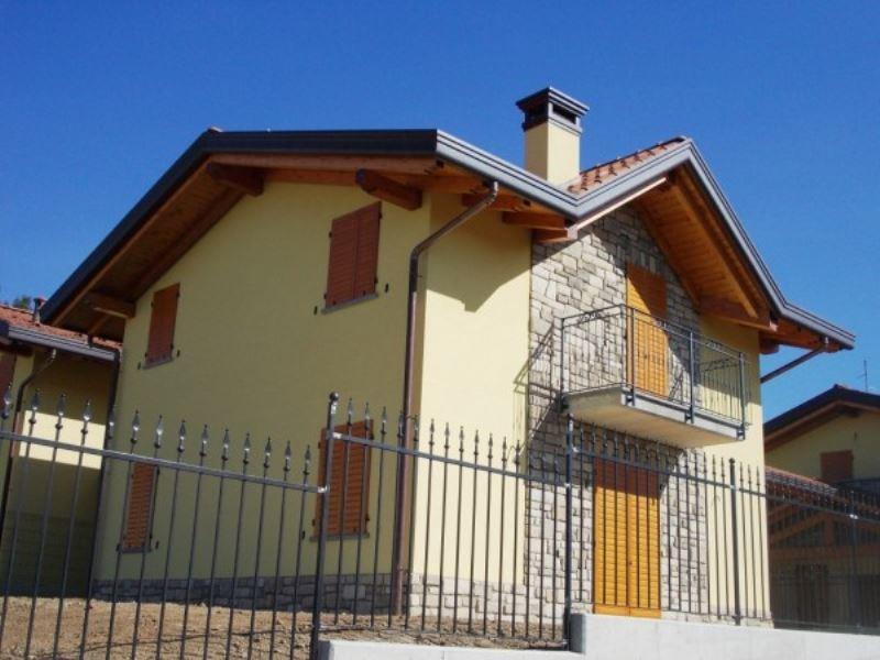 Villa in vendita a Bulgarograsso, 4 locali, prezzo € 400.000   Cambio Casa.it
