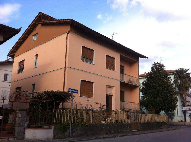 Soluzione Indipendente in vendita a Pistoia, 10 locali, prezzo € 580.000 | Cambio Casa.it