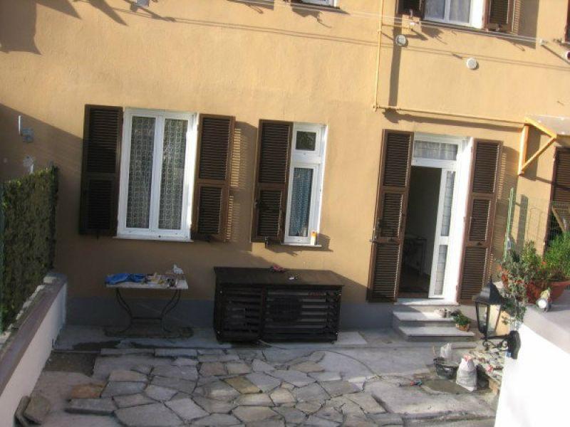 Bilocale Genova Via Piacenza 11