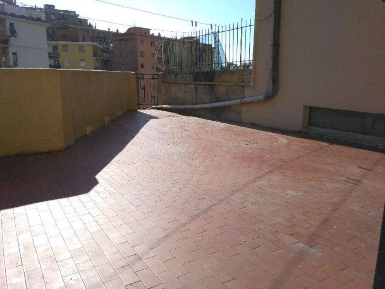 Bilocale Genova Via Monte Rosa 1
