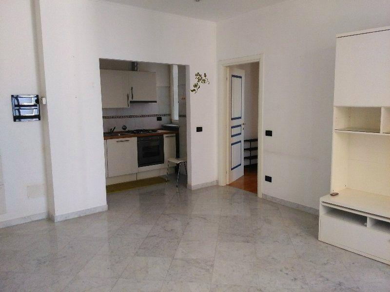 Bilocale Genova Via Colombo 6
