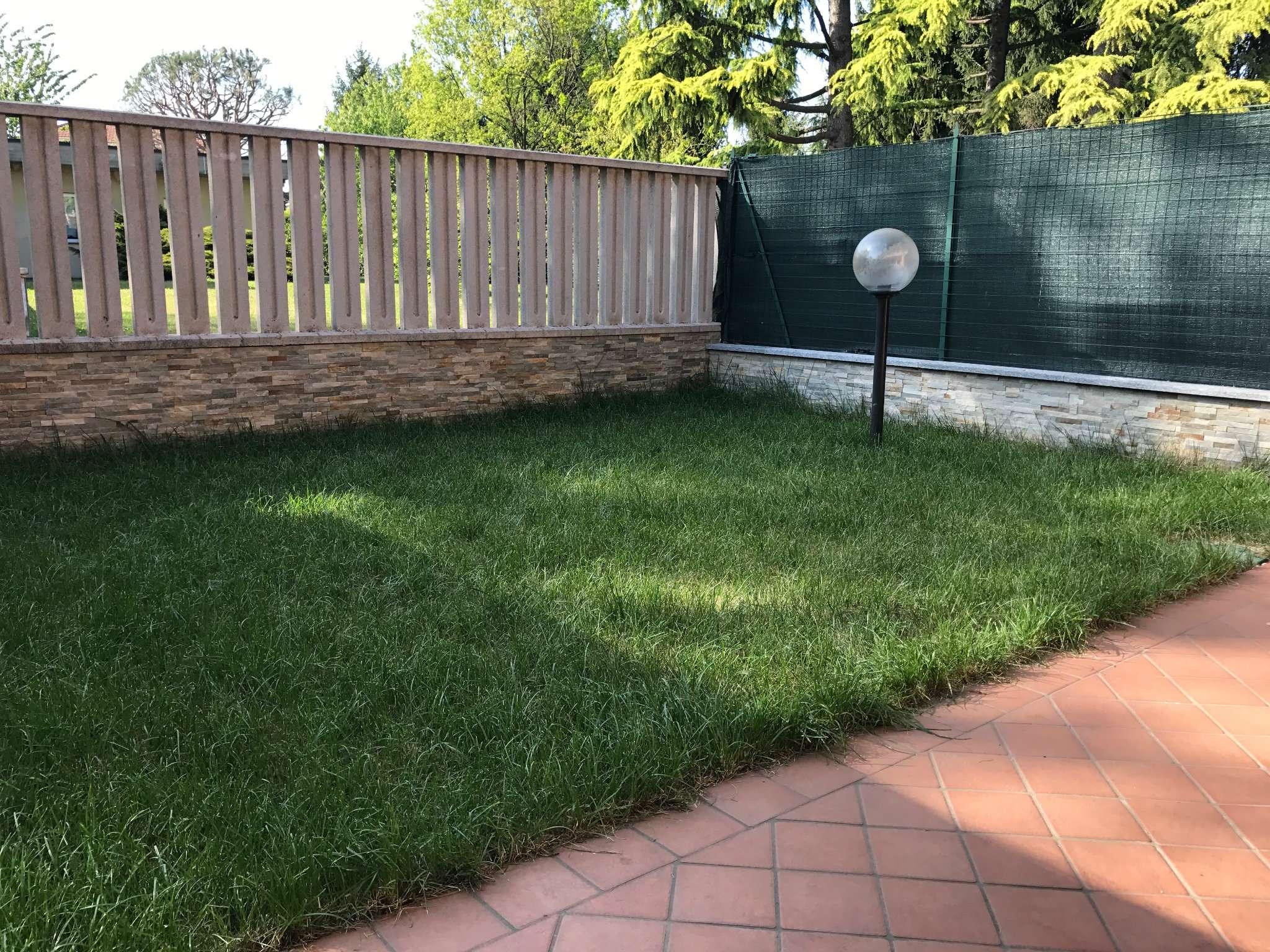 Villa in vendita a Ferno, 5 locali, prezzo € 230.000 | Cambio Casa.it