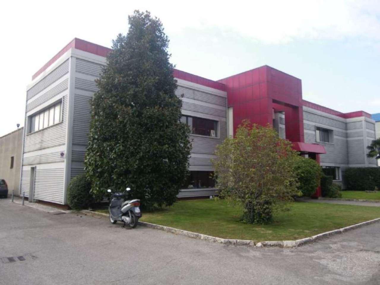 Capannone in affitto a Verona, 9999 locali, zona Zona: 12 . San Massimo, Trattative riservate | CambioCasa.it