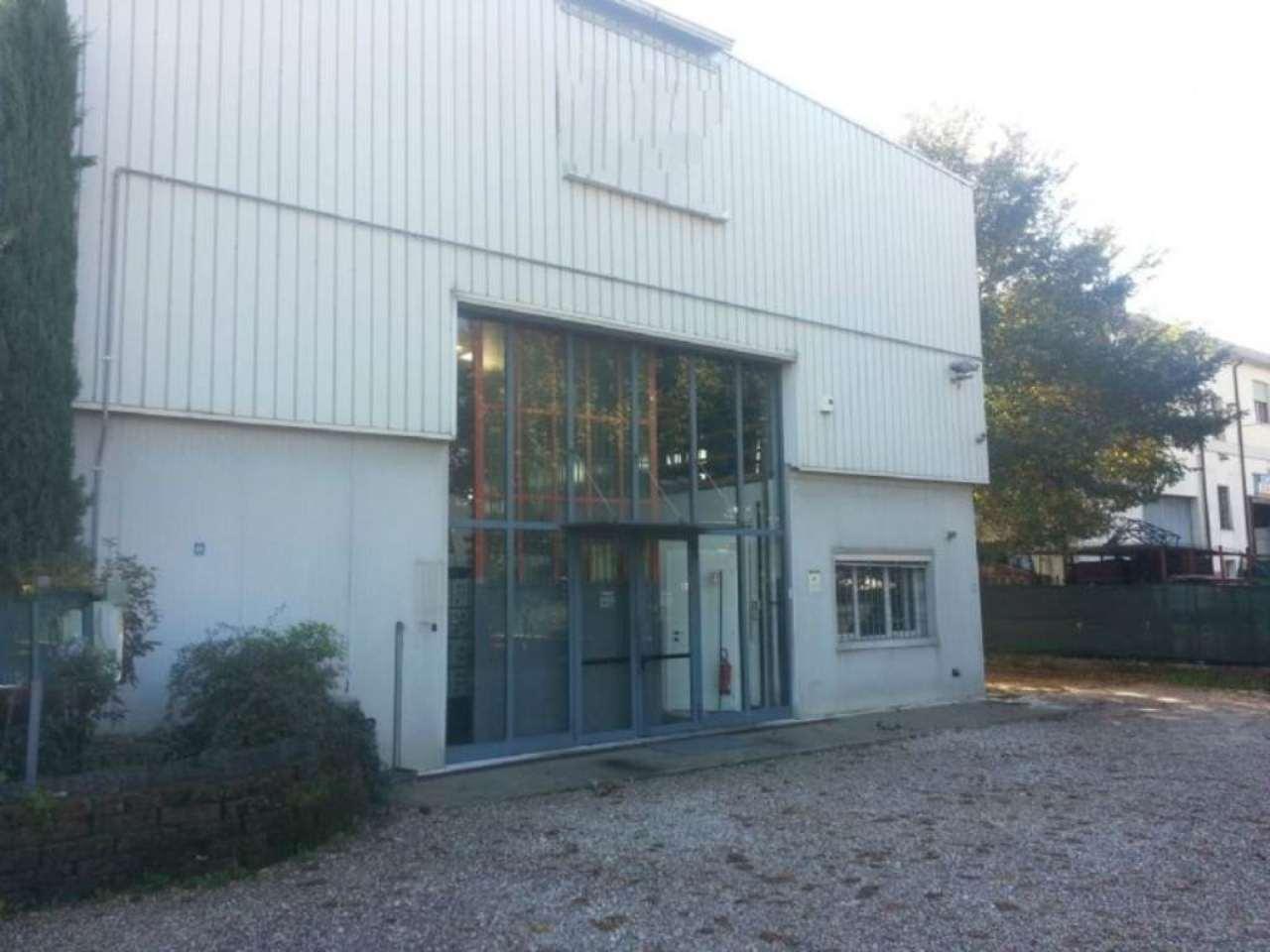 Capannone in affitto a Pescantina, 9999 locali, Trattative riservate | Cambio Casa.it
