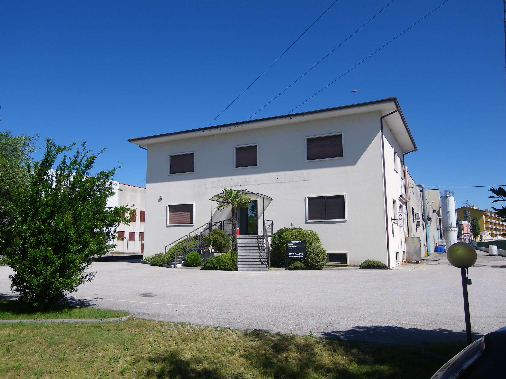 Capannone in affitto a Bussolengo, 9999 locali, Trattative riservate | Cambio Casa.it