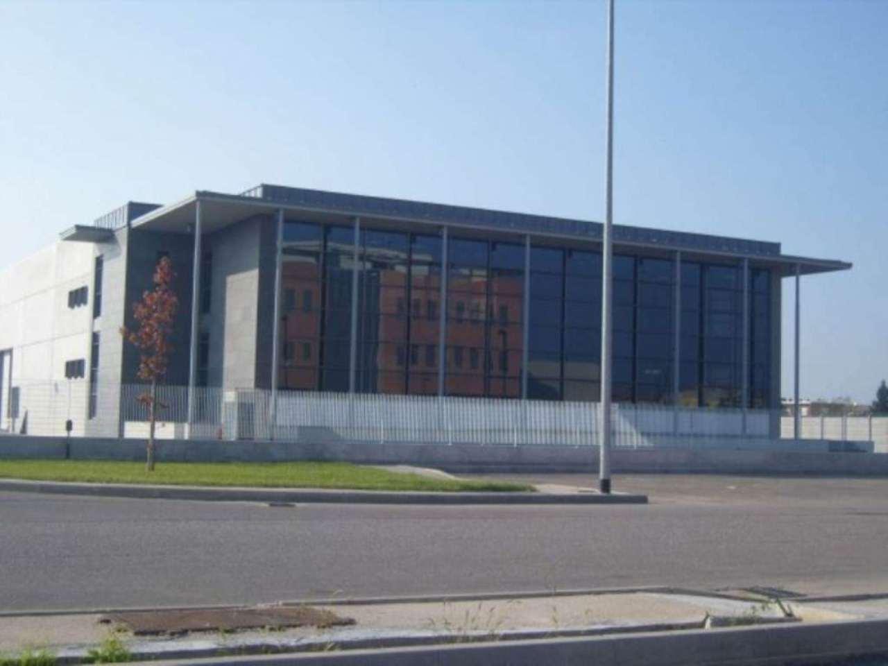 Ufficio / Studio in affitto a Verona, 9999 locali, zona Zona: 12 . San Massimo, Trattative riservate | Cambio Casa.it