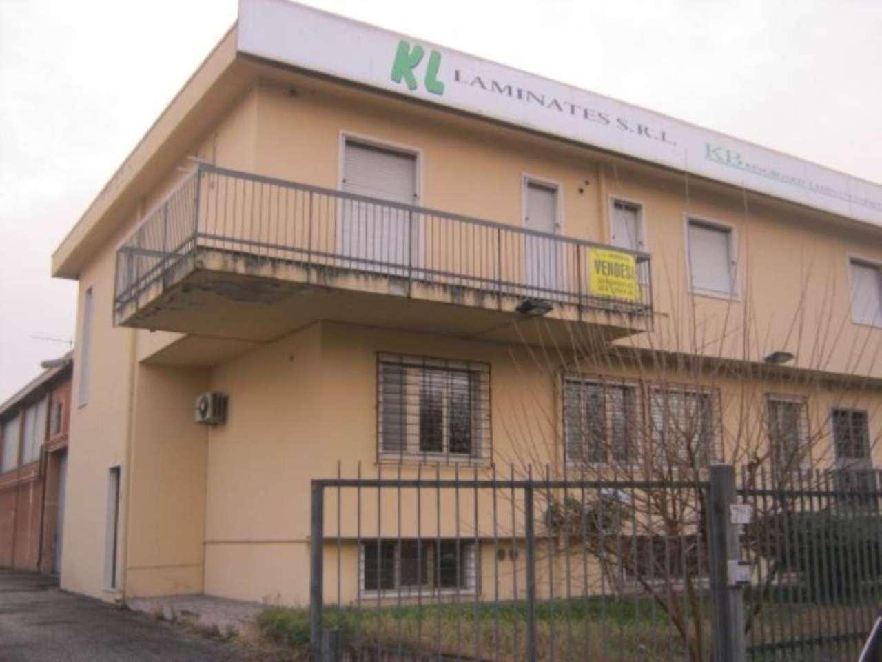 Capannone in vendita a Verona, 9999 locali, zona Zona: 12 . San Massimo, Trattative riservate | CambioCasa.it